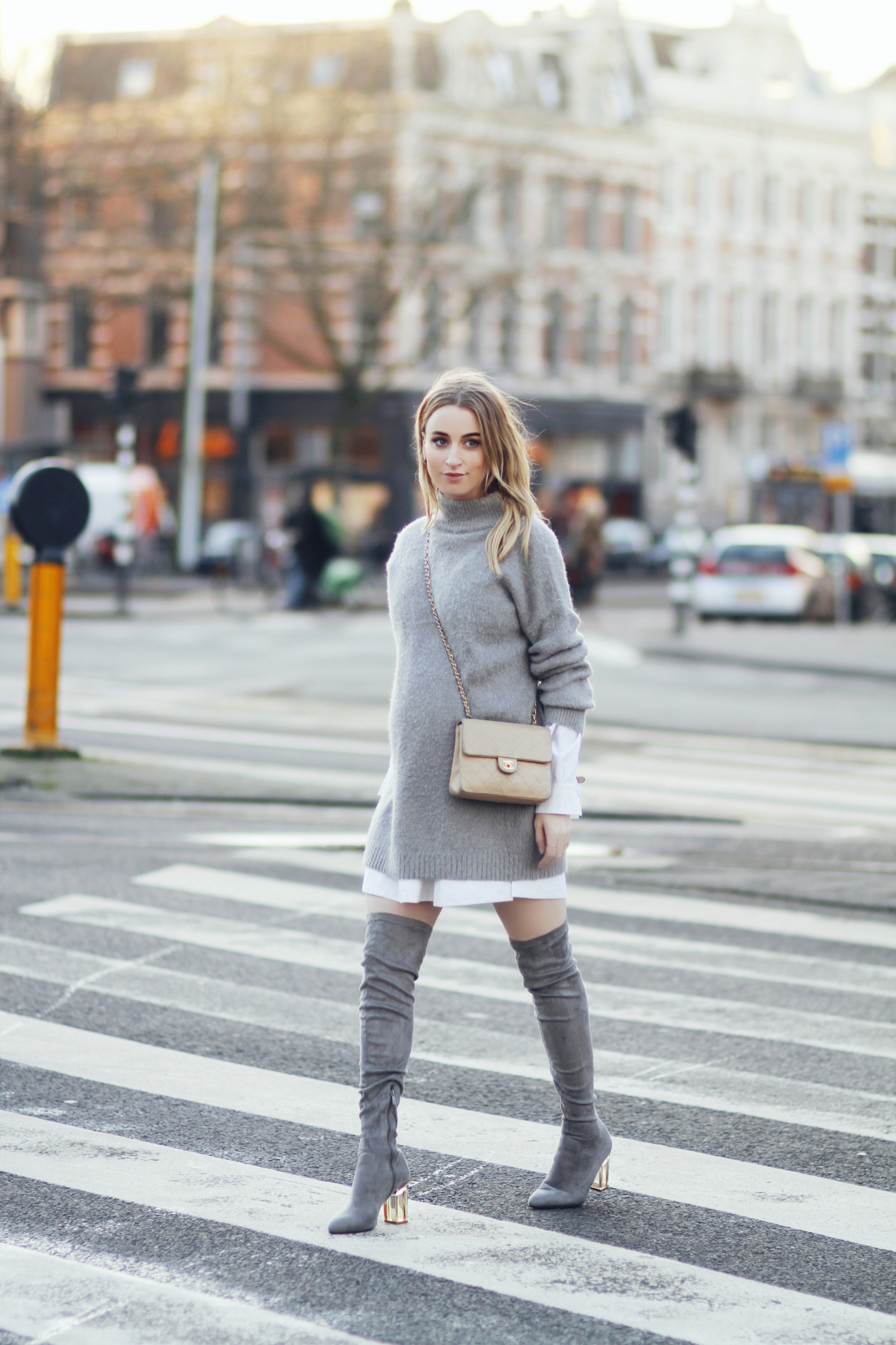 Noor De Groot is wearing the grey on grey trend through a knit sweater and thigh high boots. Not only is this style perfect for the winter cold, but it is also sophisticated and classy, and we love it! Knit: Asos Blouse: Asos Boots: Public Desire Bag: Chanel