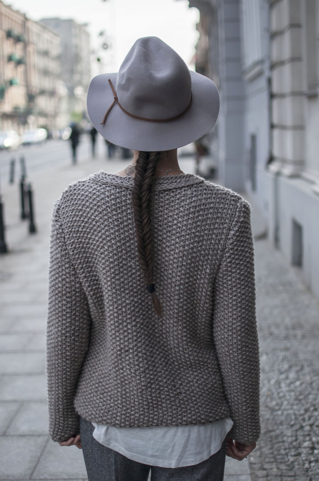 Grey Outfit: Dorota Jawinska is wearing a grey knit jumper from LeBrand and the grey hat is from River Island