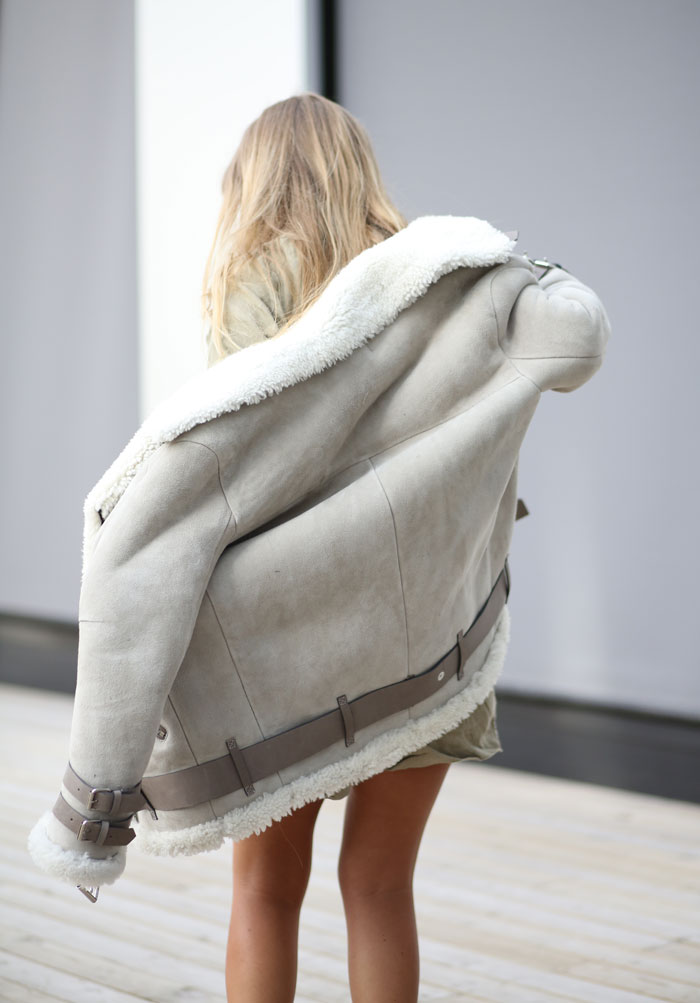 Elen Kristvik is wearing a shearling coat from Acne