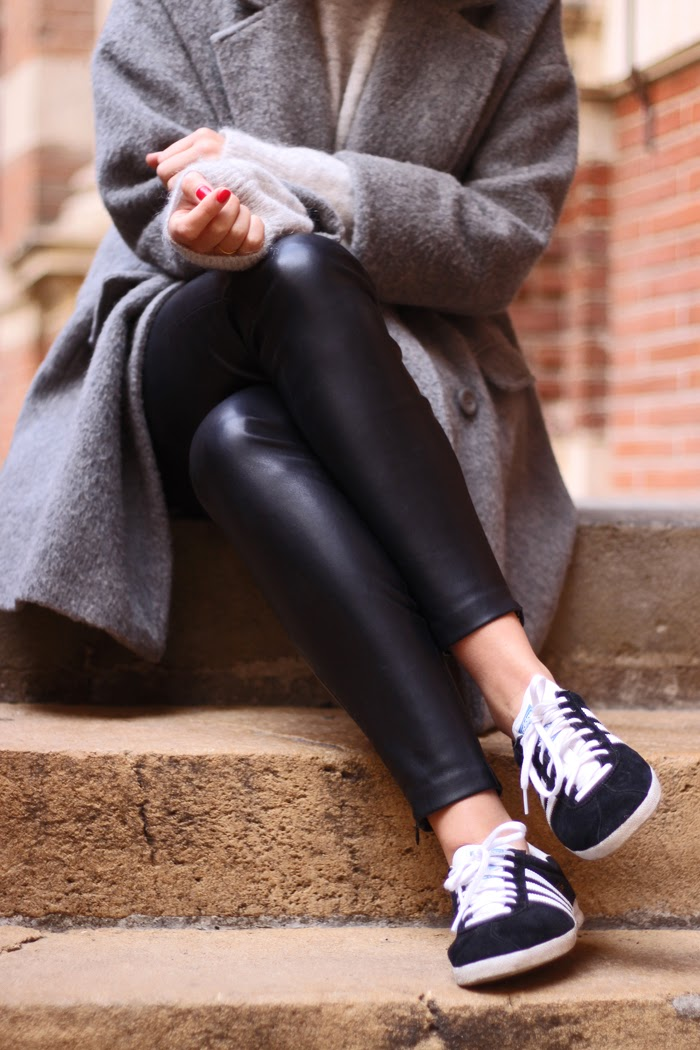 Sneak + Peak is wearing a grey coat from Camaieu, black trousers from Zara and the sneakers are from Adidas