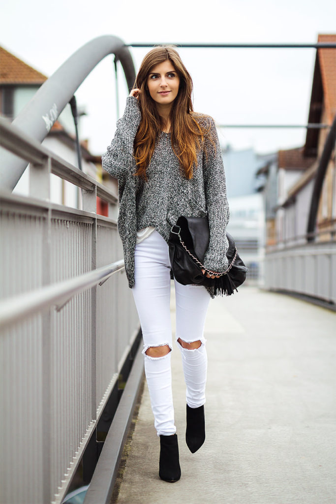 Valerie Husemann in her black and white pebble sweater from Glamorous, white ripped jeans from Asos, bag from IKKS and the shoes are from Next
