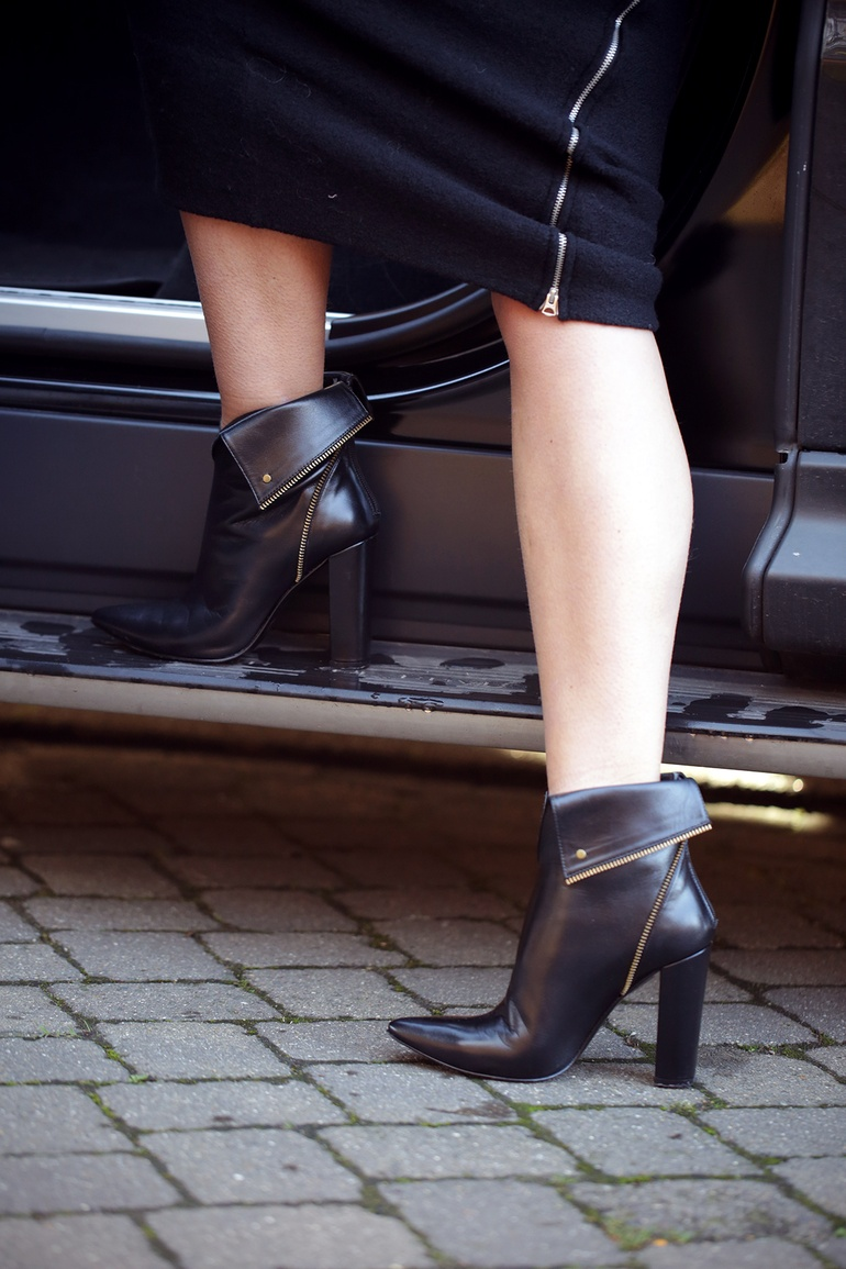 Anouk Yve is wearing ankle boots from Sarenza