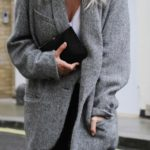 Mirjam Flatau is wearing a grey oversized blazer from Isabel Marant