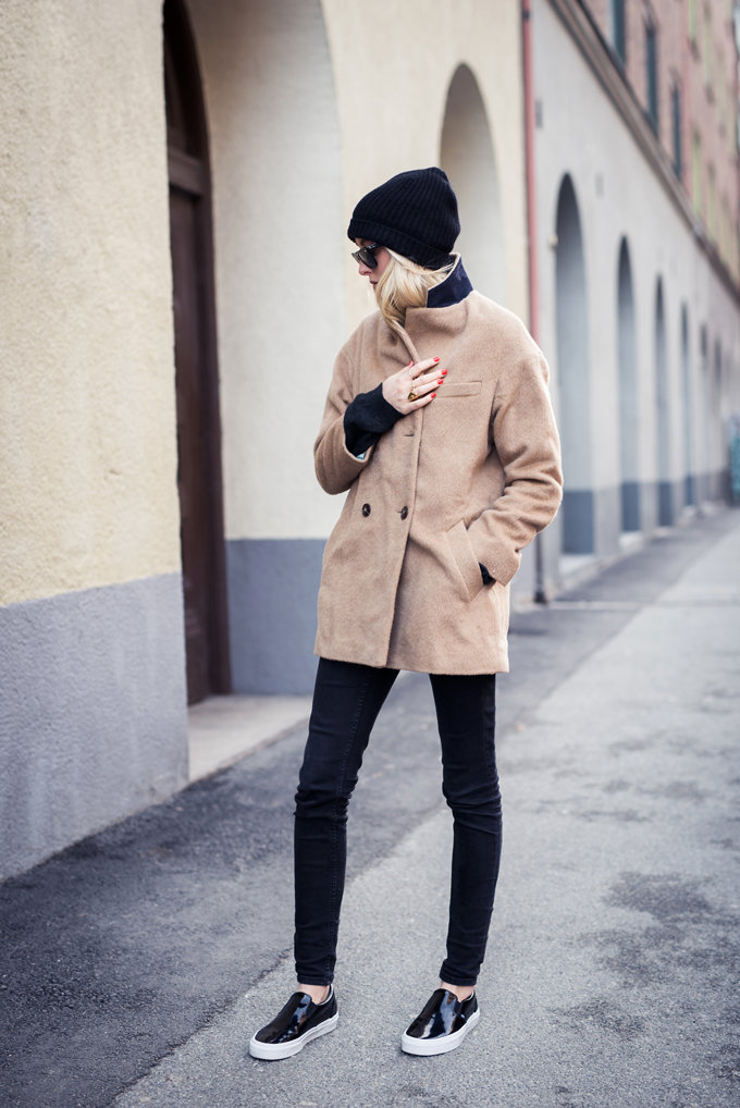 Ellen Claesson is wearing a camel Filippa K coat with a pair of black skinny jeans