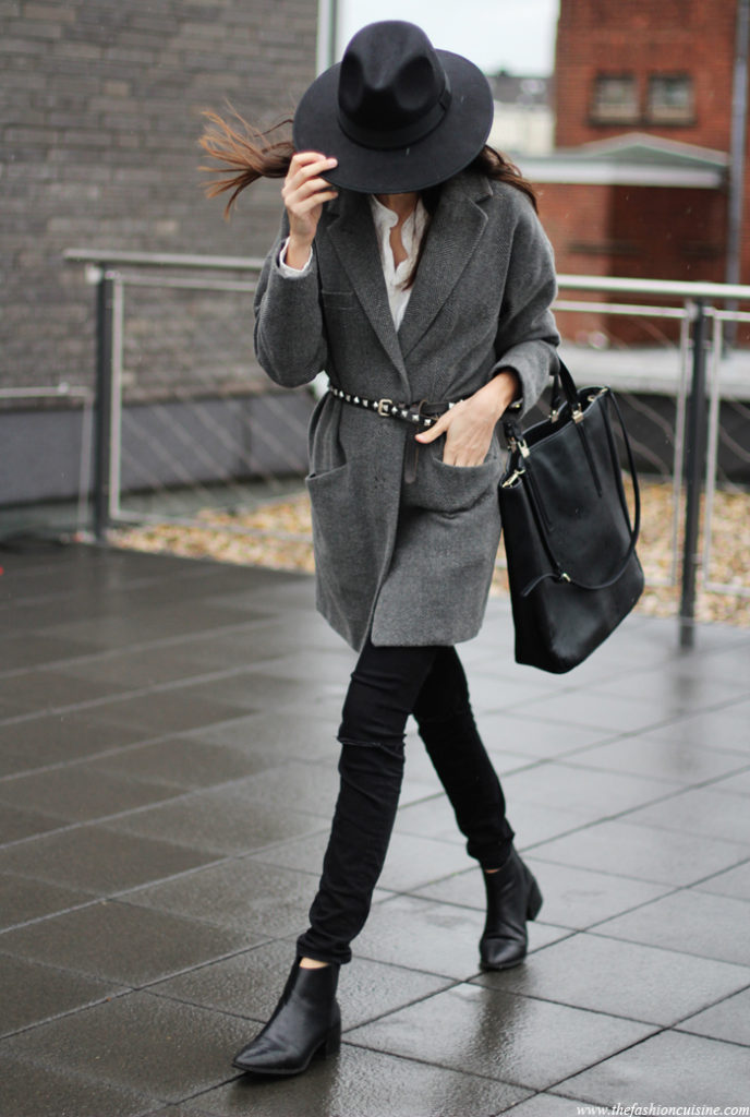 Beatrice Gutu is wearing a grey blazer from Mango with a belt