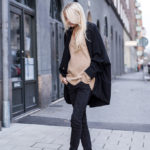 Ellen Claesson is wearing an all black and camel outfit, camel coloured oversized sweater from Zara, black jeans from Gina Tricot and the ankle boots are from Acne Studios