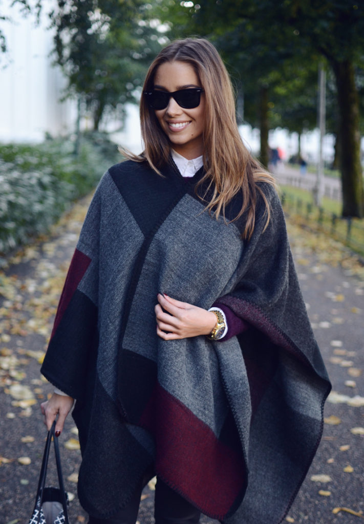 This patchwork poncho looks super cute on Emilie Tommerberg.  Poncho: Glitter.