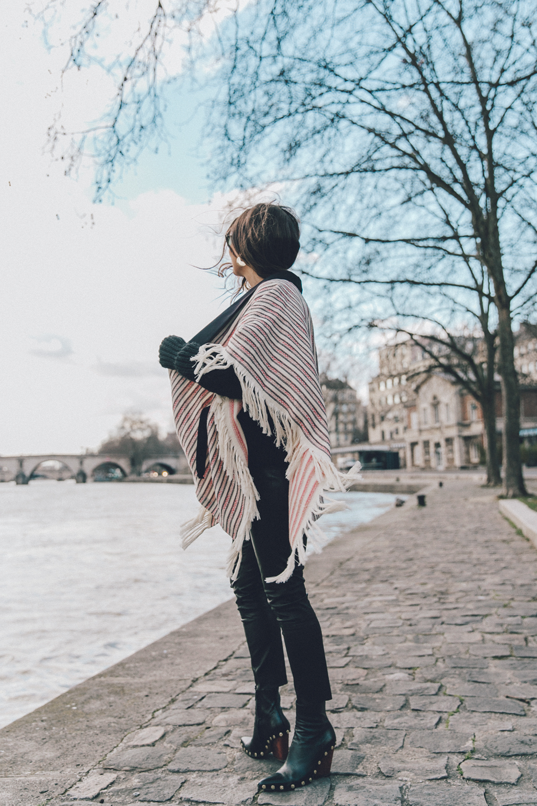 Sara Escudero is wearing a gorgeous striped poncho with frayed detail at the seams; an easy and stylish spring look which you can try! Pair this item with studded boots to steal Sara's authentic style. Poncho: Majexclusive Edit 8, Jersey: Sales, Leggings: Reiss, Booties: Celine.