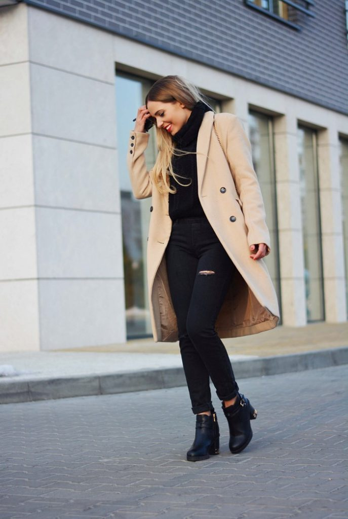 Just The Design: Magda is wearing a Reserved camel coat with black dungarees
