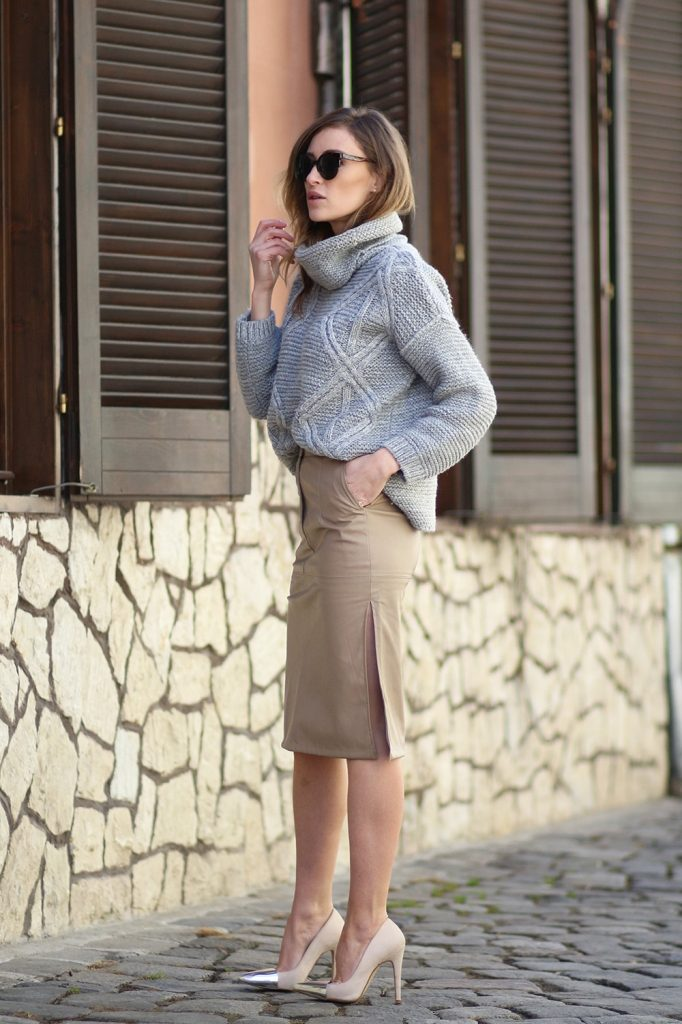 Loana Chisiu is wearing a pale grey knitted turtleneck sweater