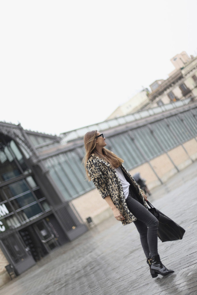 Street Style January 2015: Silvia Garcia is wearing boots from Pertini by herself, leopard print coat from Pepe Jeans, white T-shirt from H&M and black jeans from Zara