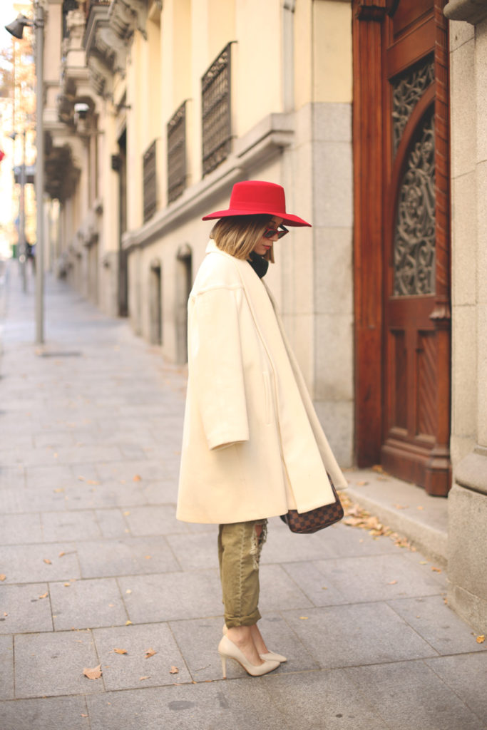 Priscila Betancort is wearing trousers from Pull & Bear, vintage white coat, red hat from River Island and shoes from Pilar Burgos