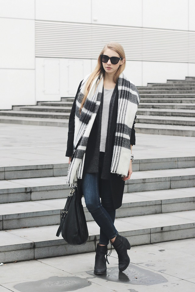 Pavlína Jágrová is wearing a dark grey coat from H&M Trend, matching cardigan from Lindex, pale grey top from TopShop, blue jeans from F&F, boots from Acne, bag from Marc Jacobs and the scarf is from Zara