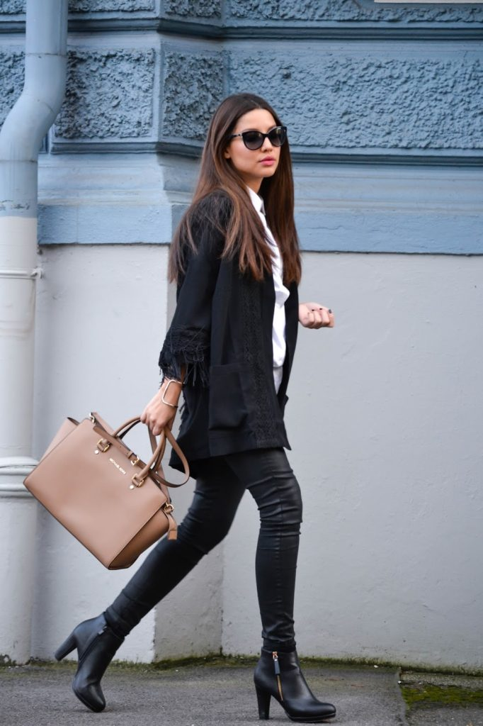 Consuelo Paloma is wearing a black kimono from Edited, white shirt from Modstroem, coated jeans from Mango and the bag is from Michael Kors