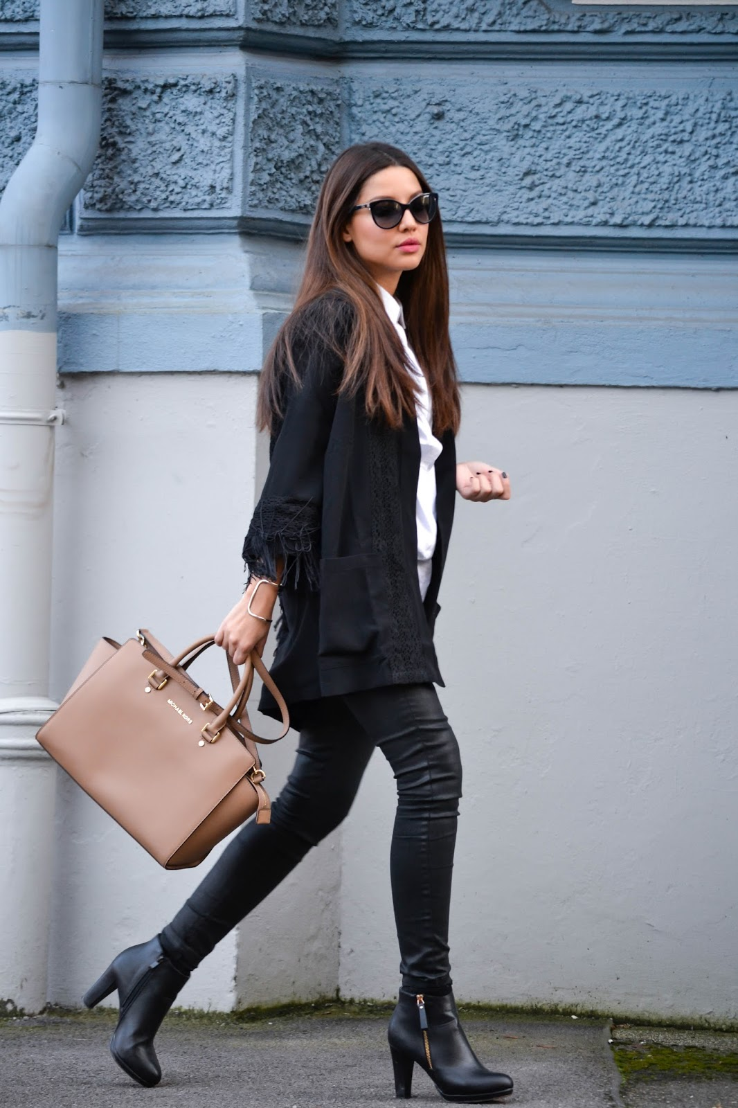 Black t shirt style - Consuelo Paloma Is Wearing A Black Kimono From Edited White Shirt From Modstroem Coated