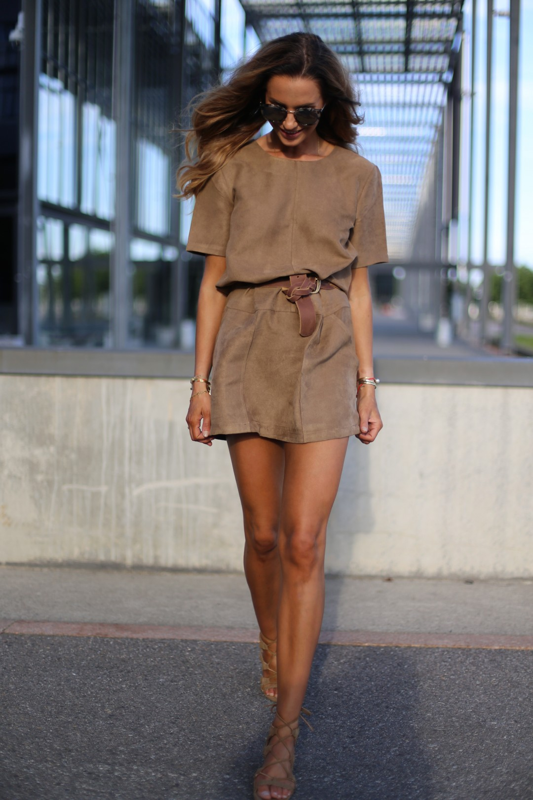 Go a little out of your comfort zone and dare to wear suede this September! As demonstrated by Benedichte, wearing suede is a sure fire way to get instant sophistication! Pair a dress with a belt and nude heels to get this fabulous style. Dress: Hallhuber, Sandals: Zalando.