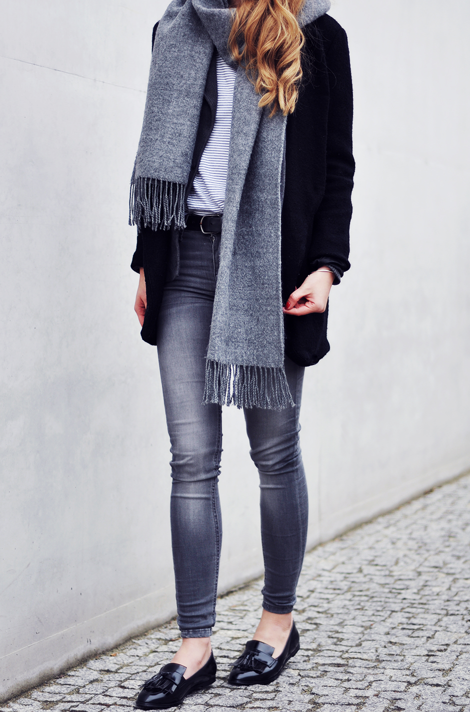 For a stylish and cosy winter outfit, try wearing an oversized scarf such as this one worn by Iga Wysocka. Not only will it keep you warm, but a scarf will also add dimension and style to your look. Coat: Romwe, Tee/Jeans/Bag: Zara, Scarf/Shoes: Topshop.