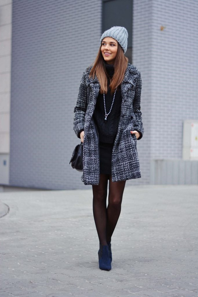 Winter Outfits 2015: Alichja is wearing a coat from Sisley, Black turtleneck from Stradivarius, matching skirt from Zara, beanie form Bershka, ankle boots from Prima Moda and the bag is from Guess