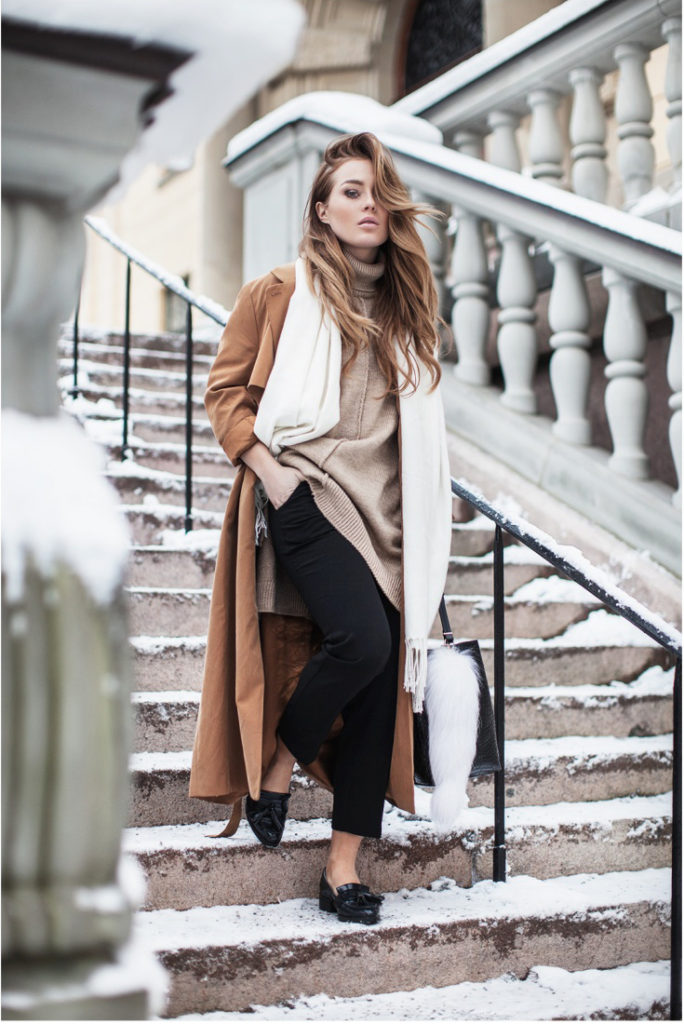 Rollneck Trend: Angelica Blick is wearing a camel cape tunic with rollneck is from Asos