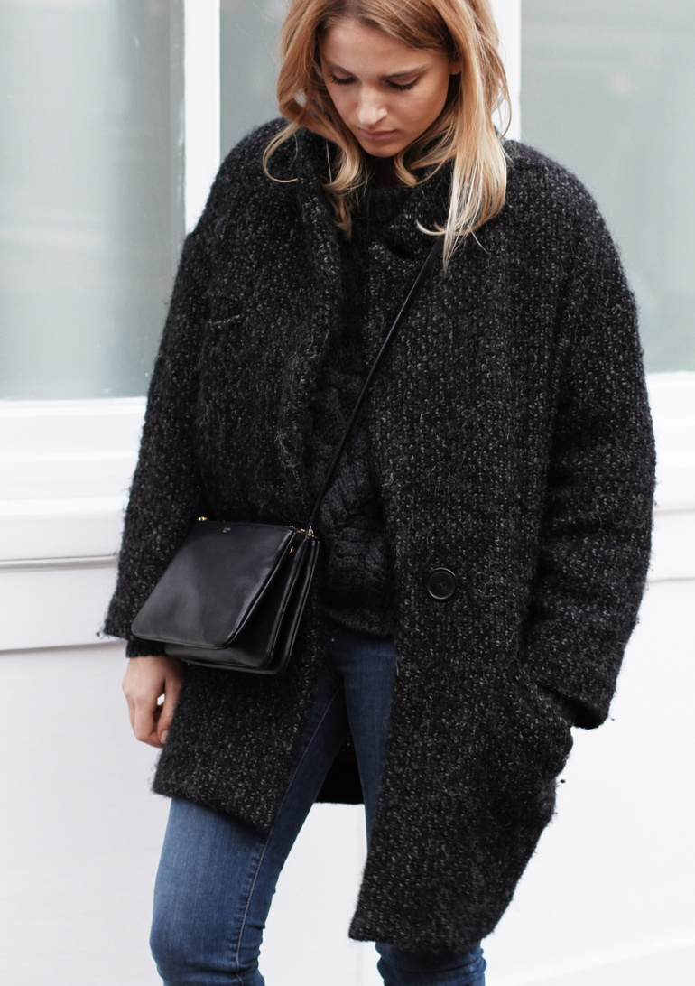 Mirjam Flatau is wearing a heavy winter coat. This is the Delphe wool coat from Isabel Marant