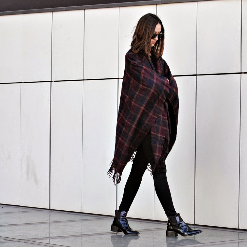 Sonja Rychkova is wearing a poncho from Against.