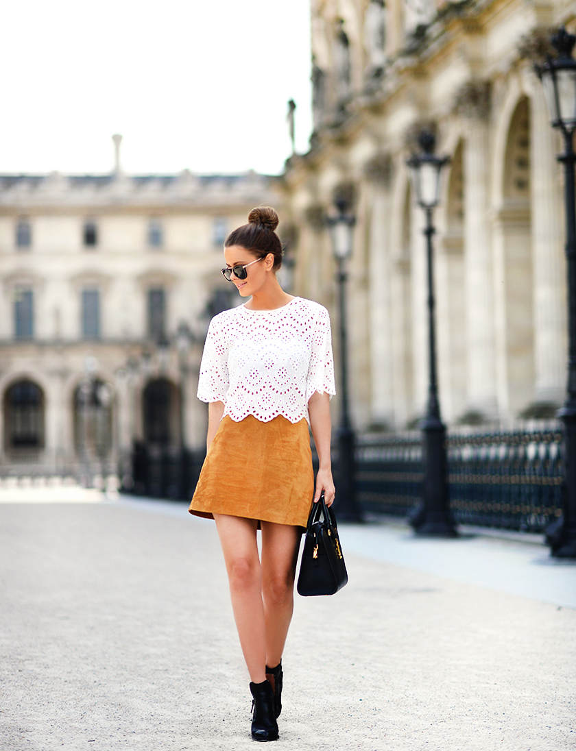 Suede Skirt Outfit: Anette Haga is wearing a beige Zara mini skirt