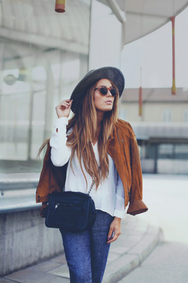 Suede Jacket Trend: Angelica Blick is wearing a suede beige BikBok biker jacket