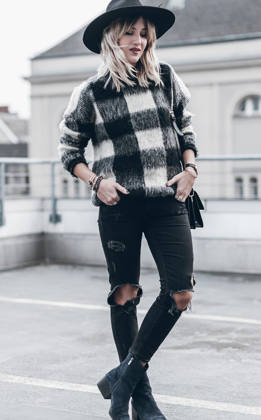 If you're looking for a slick and stylish way to wear the black and white trend, try copying Jacqueline Mikuta and opting for a monochrome check sweater and distressed black jeans! Sweater: Second Female, Jeans: Zara, Hat: Goorin Bros, Shoes: Circus by Sam Edelman, Bag: Ganni.