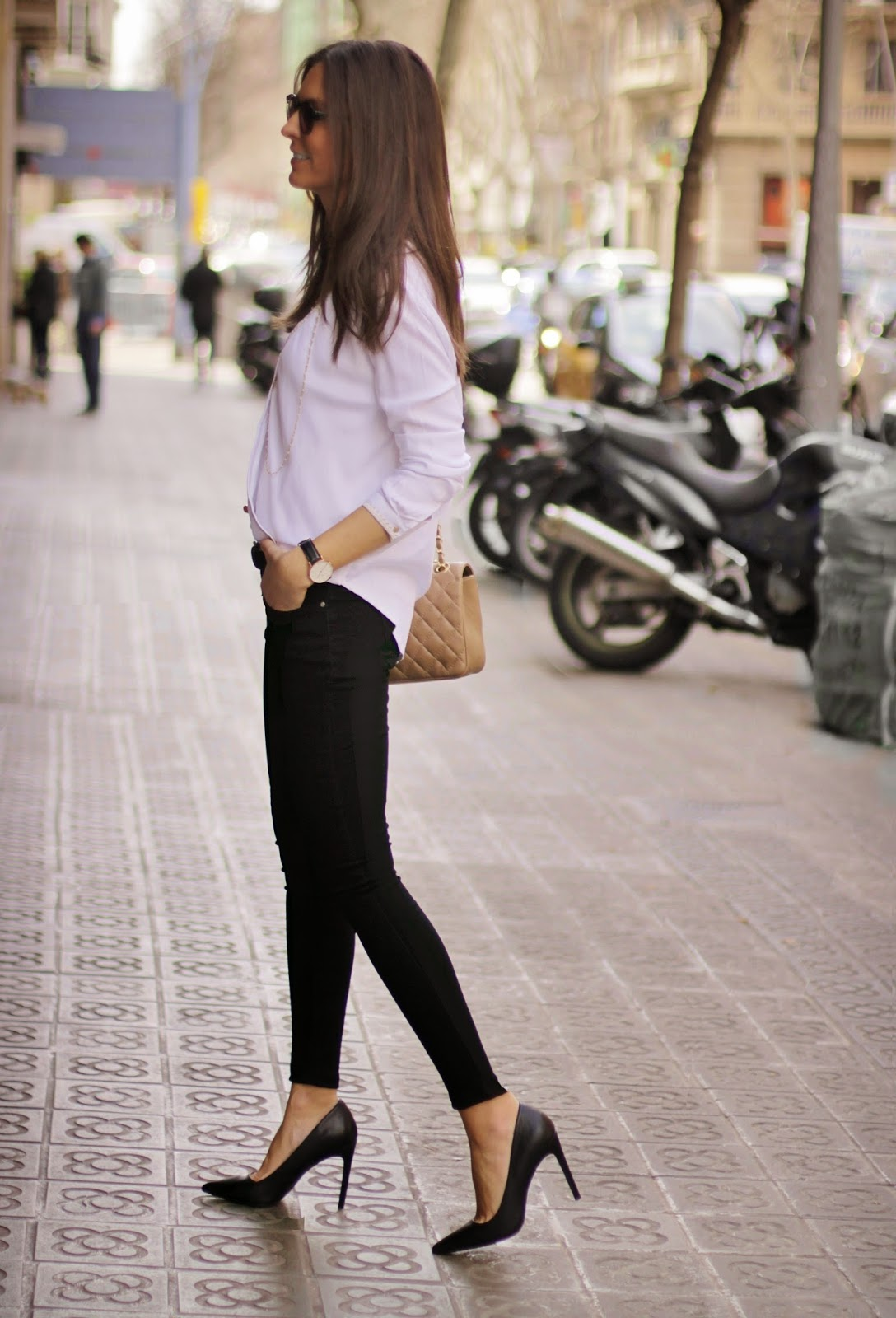 Sometimes you just need to keep it simple. Black And White Via Sandra Buisan, all clothing from 080 Chic