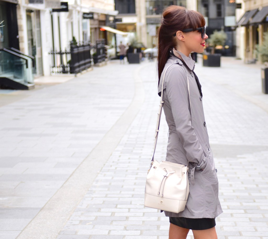 Lorna Luxe is wearing a pistachio coloured bucket bag from Modalu