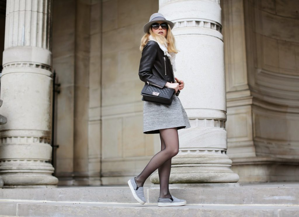Caroline Louis is wearing a Black leather jacket from Acne and a grey Jupe skirt