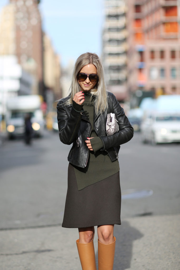 Military Fahion Trend: Charlotte Groeneveld is wearing a khaki knit sweater from Zara