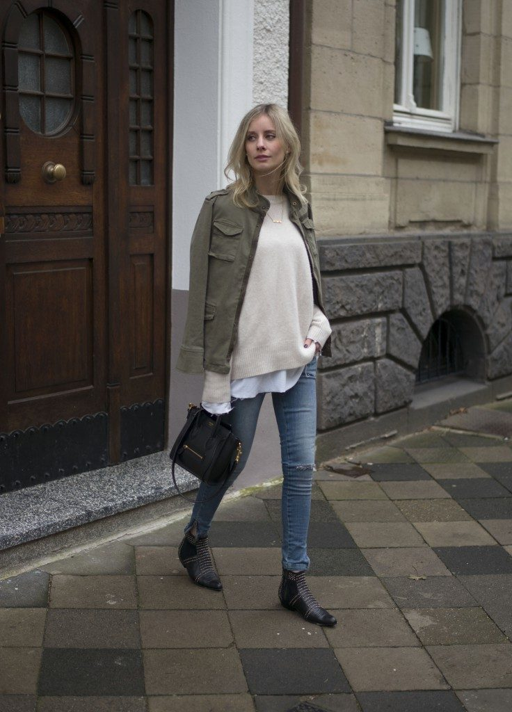 Military Trend: Lisa RVD is wearing a khaki army jacket from Anine Bing