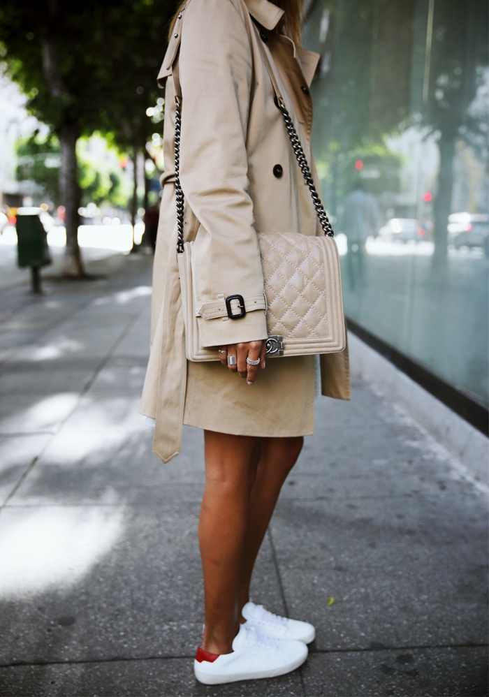 Julie Sarinana is wearing an Oliver trench coat from Babaton, camel bag from Chanel and the sneakers are from Saint Laurent