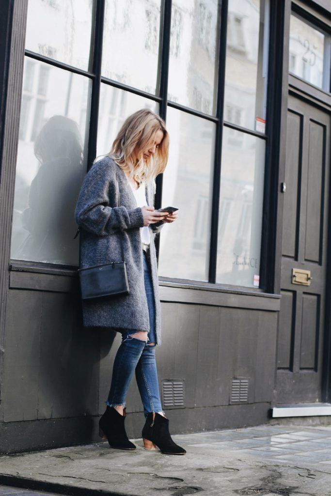 Street Style February 2015: Mirjam Flatau is wearing a long grey cardigan from Acne, bag from Celine
