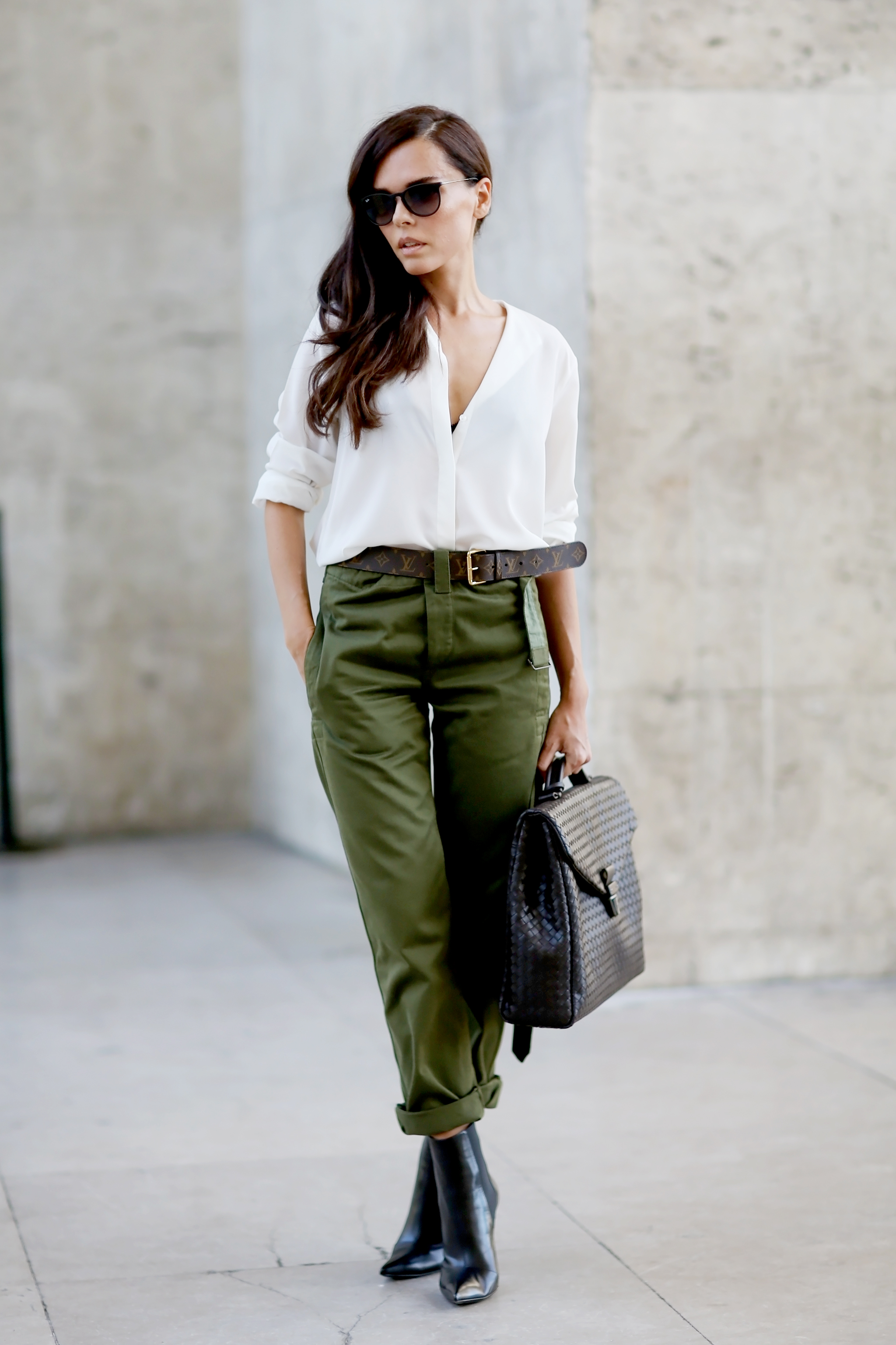 I wanted the olive green pants to be the main color and focus of the outfit so I kept the rest of the outfit neutral. The accessories and sweater are in off-white, gray, black, and taupe. These toned down colors let the main focus of the outfit be the awesome pants.