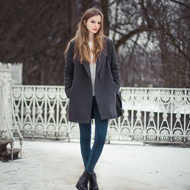 @volkovamaryy! is wearing a coal grey coat with a pair of skinny jeans and black ankle boots