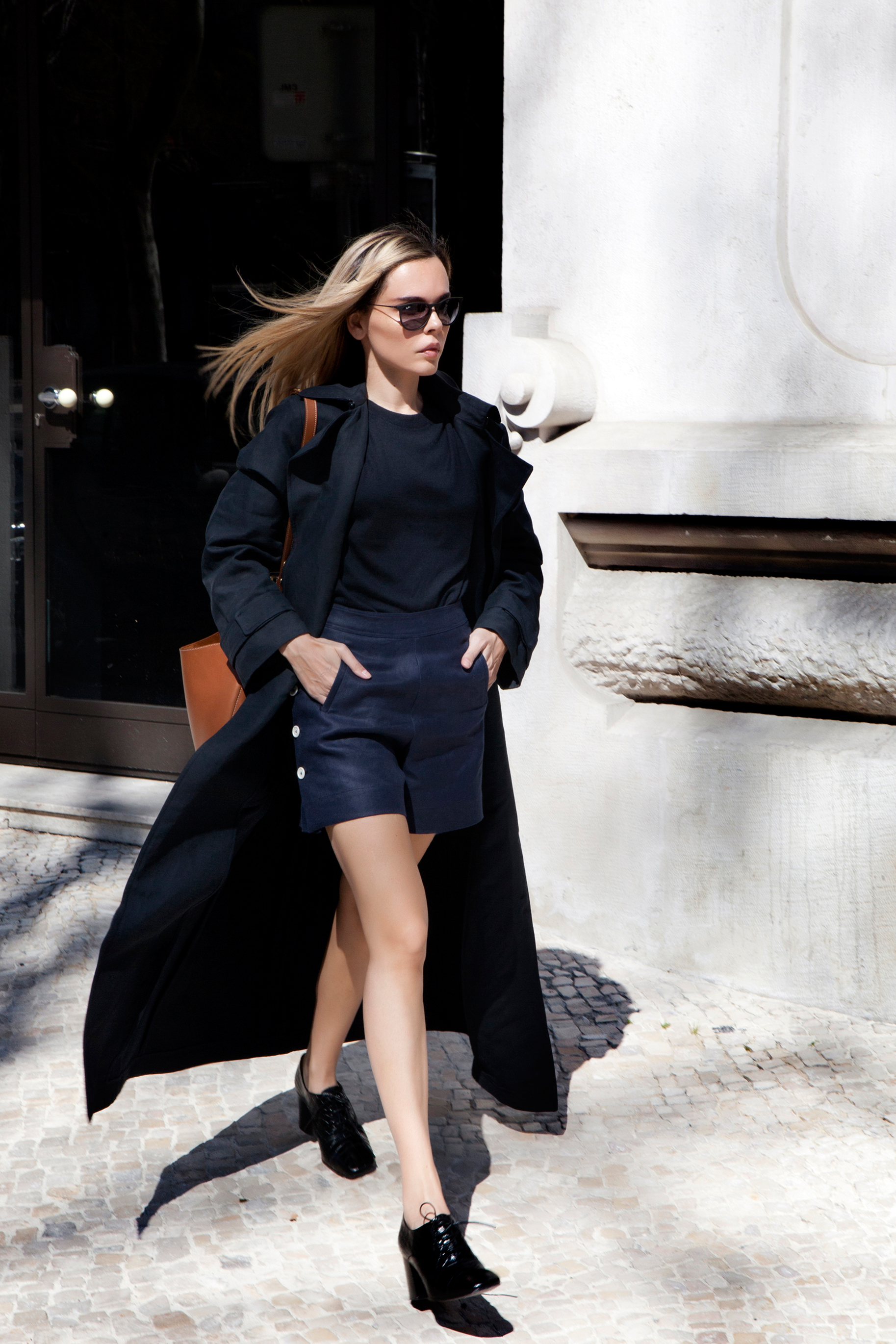 Maxi Coat Trend: Evangelie Smyrniotaki is wearing a long Raey navy coat