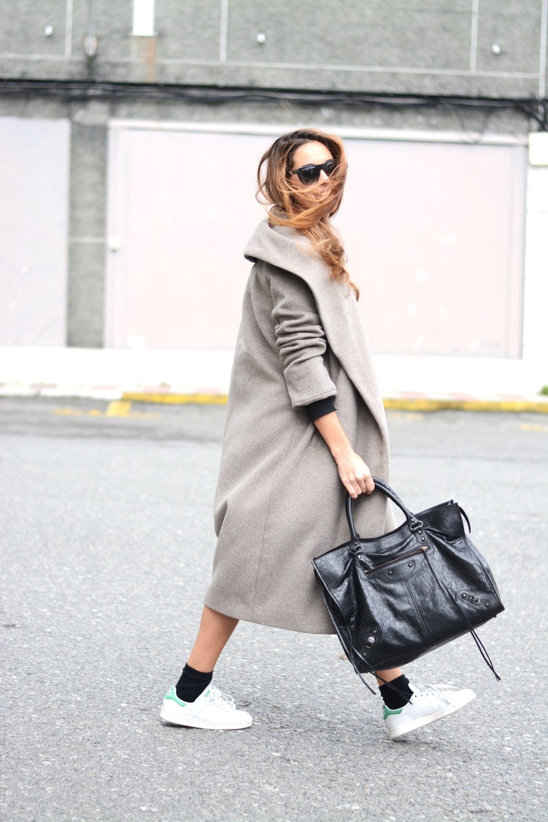 Stella Wants To Die is showing off the maxi coat trend with this ash grey Zara coat