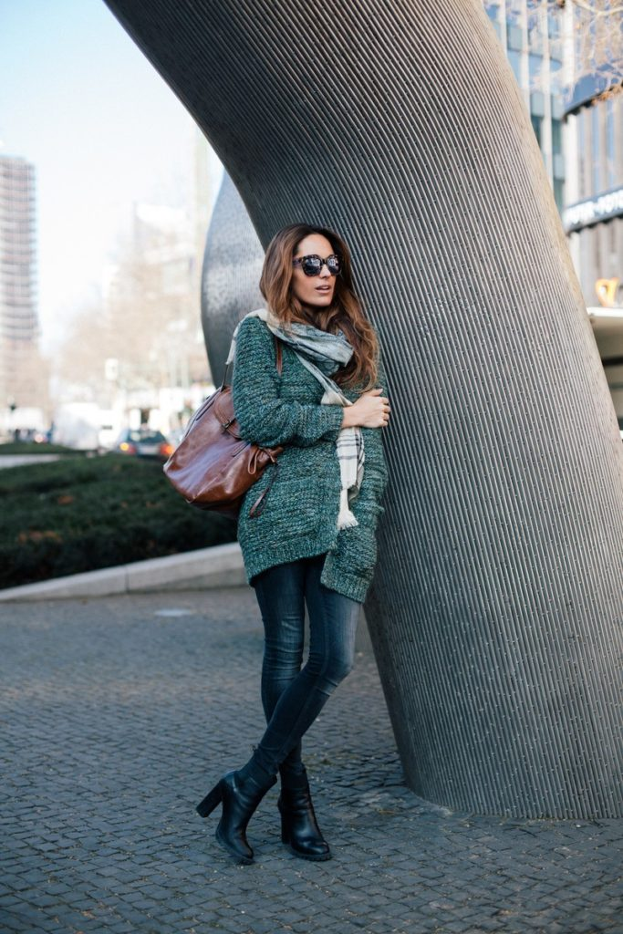 Street Style March 2015: Stella wants to die is wearing a knitted cardigan, denim skinny jeans, black ankle boots and a brown leather handbag all from Espirit