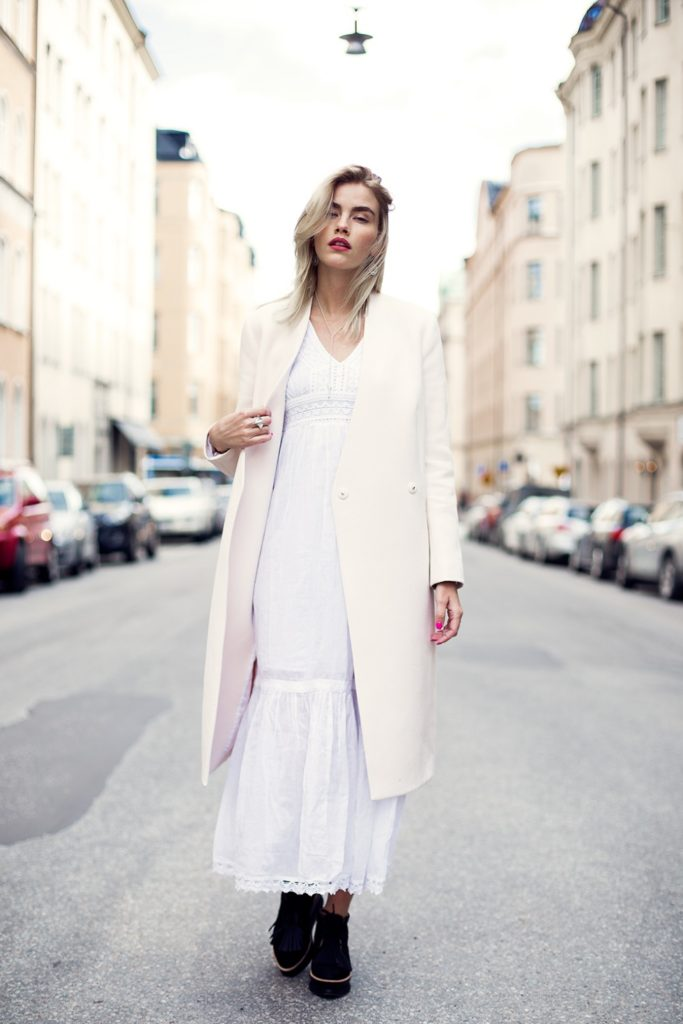 Elsa Ekman is displaying the neutral trend brilliantly with a creme Karl Lagerfeld coat and a white maxi dress from Indiska