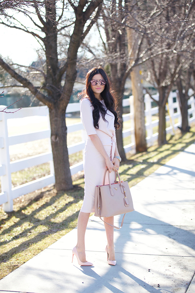 Rachel Parcell is looking fabulously feminine in this blush pink dress and cardigan combination, paired with matching heels and a beige tote bag. We love the delicate aesthetic of this style! Dress: ASOS, Heels: Christian Louboutin, Bag: Prada.