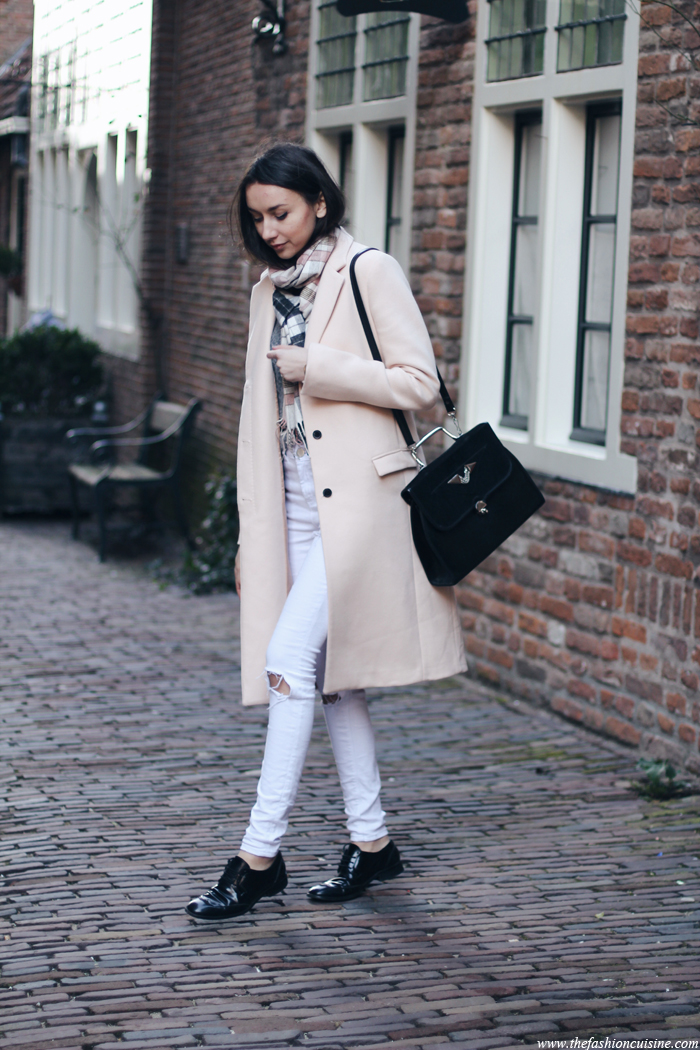 Beatrice Gutu is wearing a blush pink coat from Zara