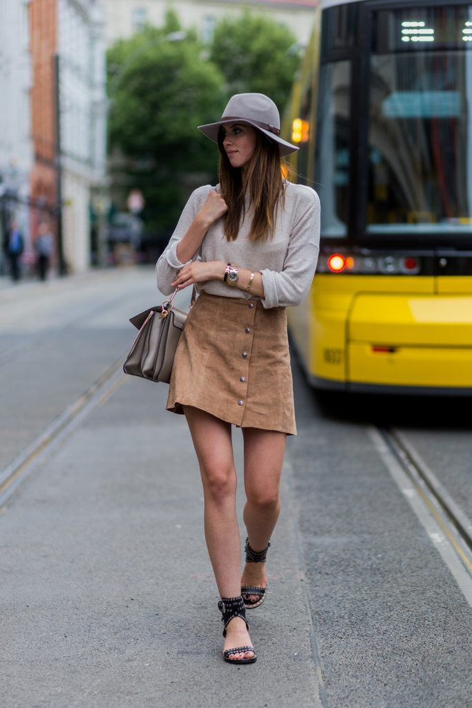Barbora Ondrackova is killing it in this elegant suede skirt with button front detailing. Pair a skirt such as this with either tights or bare legs for a beige aesthetic to die for!   Sweater: Zara, Skirt: Topshop, Sandals: Isabel Marant, Bag: Chloé bag.