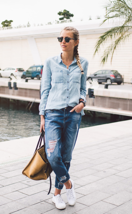 Janni Deler looks ultra cool in this denim on denim style which consists of dark denim jeans, and a lighter denim shirt. This look is great worn with casual white sneakers and a leather bag. Shirt: Lindex, Jeans: Chiquelle, Bag: Céline, Shoes: Superga.