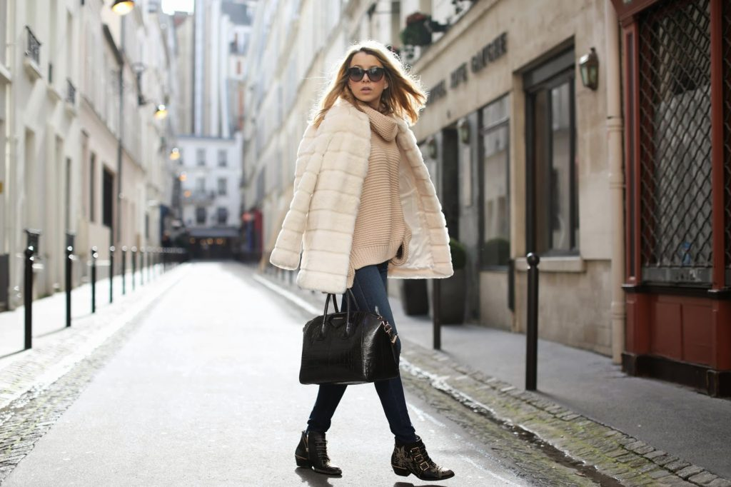 Just The Design: Caroline Louis is wearing a creme coat and turtleneck sweater from Zara with Frame Denim skinny jeans and Chloé ankle boots