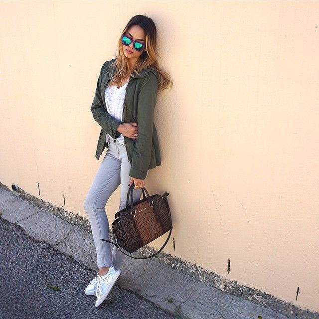 Susanne Jonsson is wearing khaki goodie, grey skinny jeans and white sneakers