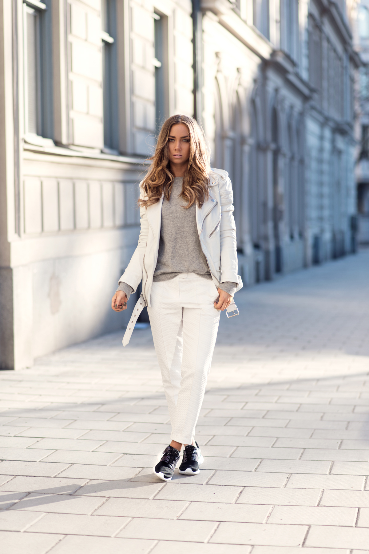 Lisa Olsson is wearing creme pants from Topshop, Nike sneakers and a BLK DNM jacket