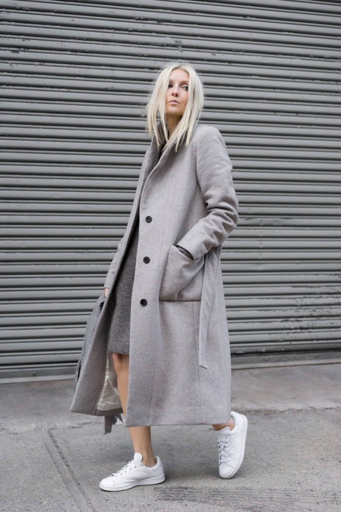 This oversized grey maxi coat looks ultra cool worn with a simple pair of white sneakers. A minimalistic approach as seen here can often transcend elaborate style in it's overall success. Via Figtny. Dress/Coat/Scarf: Aritzia, Sneakers: Adidas.