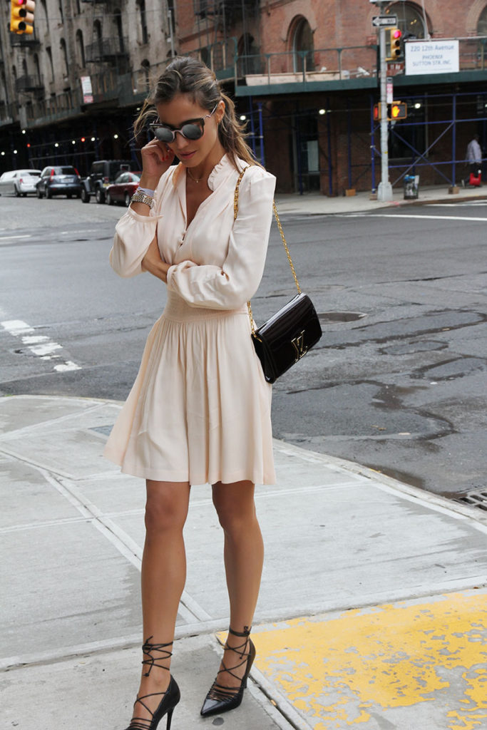 This Cute Cream Dress Looks Simple But Effective With